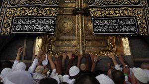 Berdo'a di Multazam